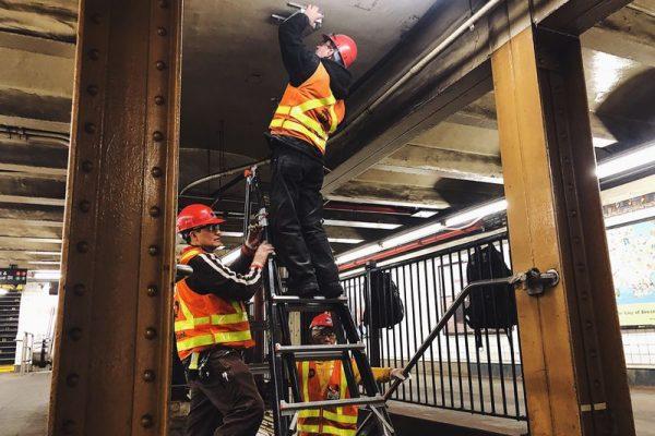 Hoa Kỳ triển khai ý tưởng mới – Theo dõi người đi tàu thông qua điện thoại tại các trạm tàu điện