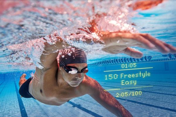 FORM: Kính bơi thông minh cung cấp tính năng tập luyện có hướng dẫn mới