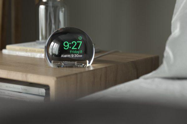 NightWatch: Đế sạc hình cầu trong suốt giúp AppleWatch dễ sử dụng hơn vào ban đêm