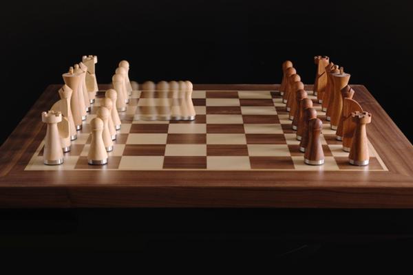 PHANTOM: Bàn cờ robot bằng gỗ kết hợp sự khéo léo với trải nghiệm trò chơi trực tuyến