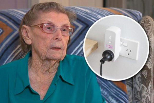 Phích cắm báo động cấp cứu người lớn tuổi sống một mình