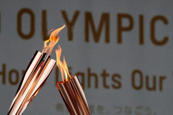 Lần đầu tiên ngọn đuốc Olympic được thắp sáng bằng hydro
