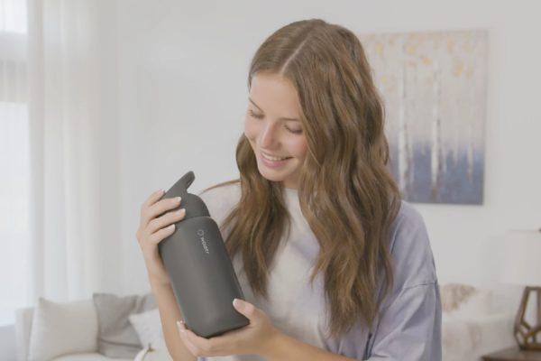 WAATR: Bình nước có bộ lọc, khử trùng và thậm chí phân tích nước uống của bạn