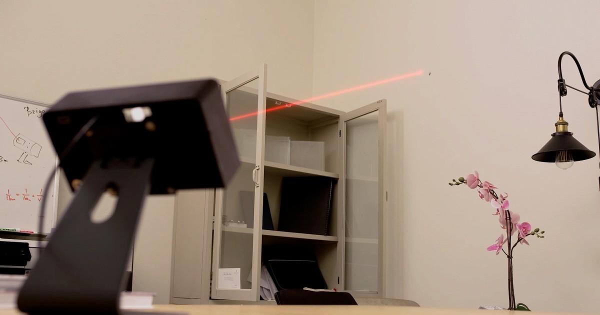 Bzigo : Chiếc máy lazer có khả năng quét cả căn phòng để tìm muỗi