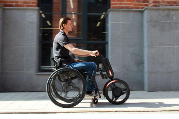 UNAwheel: Xe lăn điện giúp người khuyết tật vượt qua các thách thức khi di chuyển